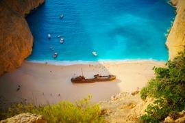 В Греции закрыли для туристов часть одного из самых популярных пляжей страны